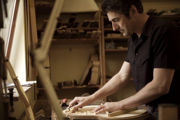 Hahl Meistergitarren in präziser Handarbeit fertigt Stefan Hahl eine neuen Gitarre